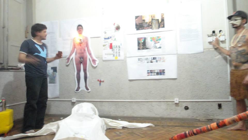 Microretrospectiva_40por18_Daniel_Seda_2013_CASA_24_Rio de Janeiro-(Ritual de Rebatismo Laico-2)