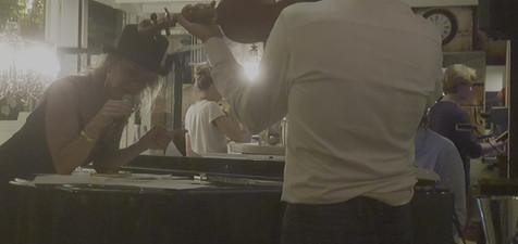 Fre sings with Sven & Fulco; DE MEISJES