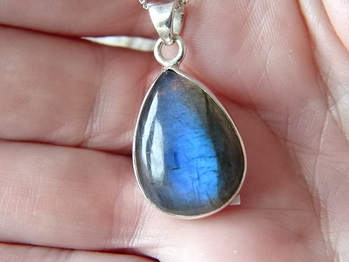 "LABRADORITE PENDANT- SET IN STERLING SILVER ON 18"" STERLING SILVER CHAIN"
