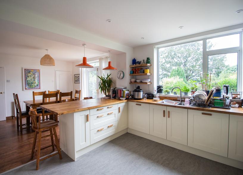 Open kitchen/dining