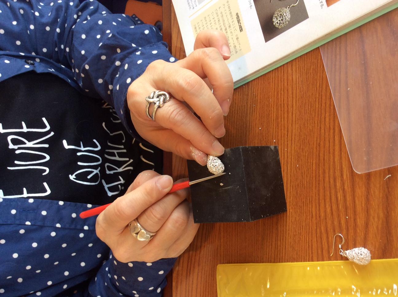 銀粘土を磨く