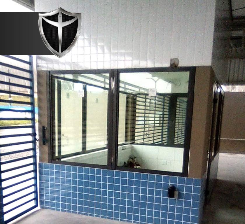 Portaria blindada Blindaço na cidade de Manaus, Amazonas, equipada com vidros blindados nível III-A, portas blindadas e passa-documentos blindados certificados pelo exército brasileiro e com 5 anos de garantia