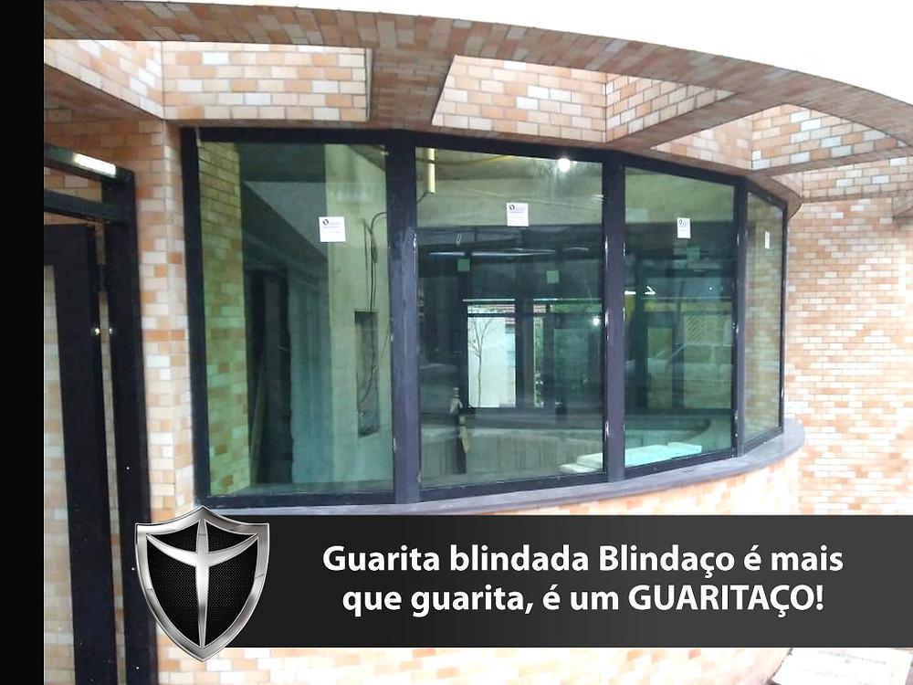 Guarita blindada Blindaço com vidro blindado nível III-A, porta blindada, passa-volumes blindado tudo com certificação do exército brasileiro e garantia total de 5 anos