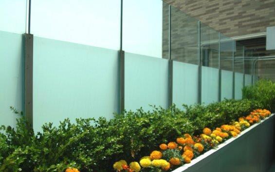 Muro de vidro blindado para condomínio e empresas, segurança e beleza juntas em harmonia com você