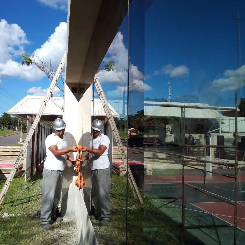 Vidros blindados nível III-A com certificação do exército brasileiro para a Escola Americana de Brasília
