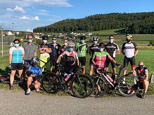 Gruppen Foto mit Maske.JPG