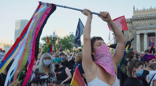 ARRESTO DI MASSA DI ATTIVISTI LGBT IN POLONIA: UE INTERVENGA PER FERMARE INTOLLERANZA E VIOLENZA