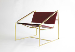 LZ1 Brass Lounge Chair in Oxblood Front