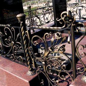 Кованные ограды на могилы