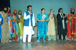 Mohammad Ali Baig with Madeeha Gauhar and the cast of 'Dara' at Qadir Ali Baig Theatre Festival 2011