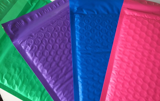 25 pack 6x9 Bubble Mailers - Choose Your Color