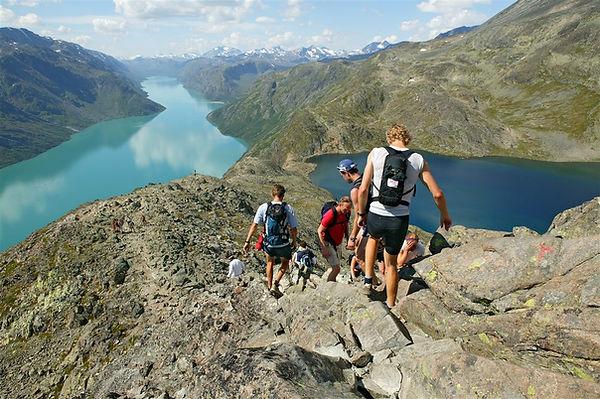 Hiking-at-Besseggen-032014-99-0001-1500.