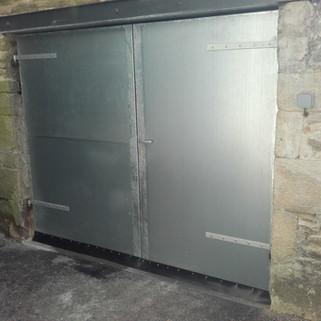 Double porte galvanisée.jpg