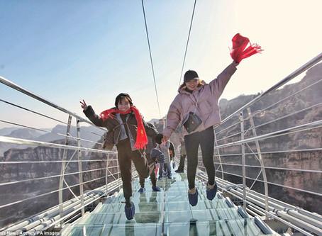 Durft u?  De langste glazen brug ter wereld