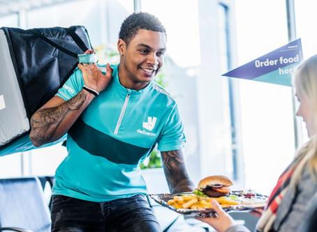 Hongertje op de luchthaven?  Laat je eten bezorgen!