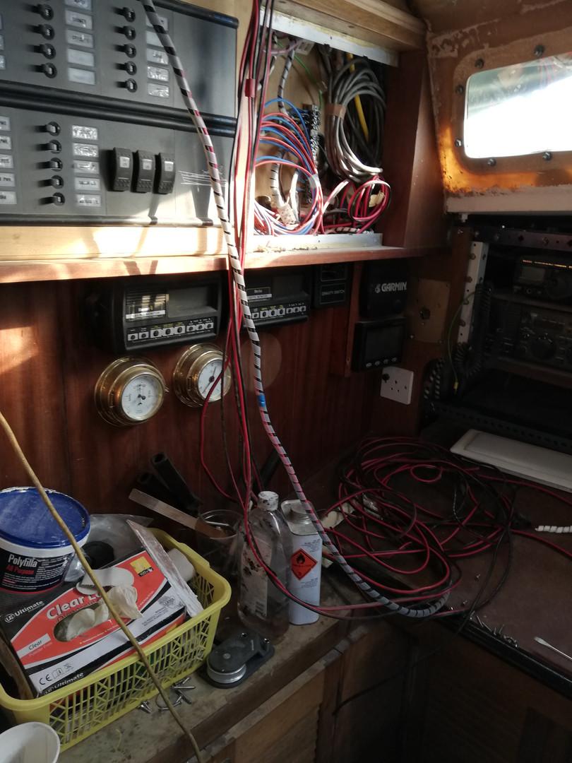 Lots of wires.jpg