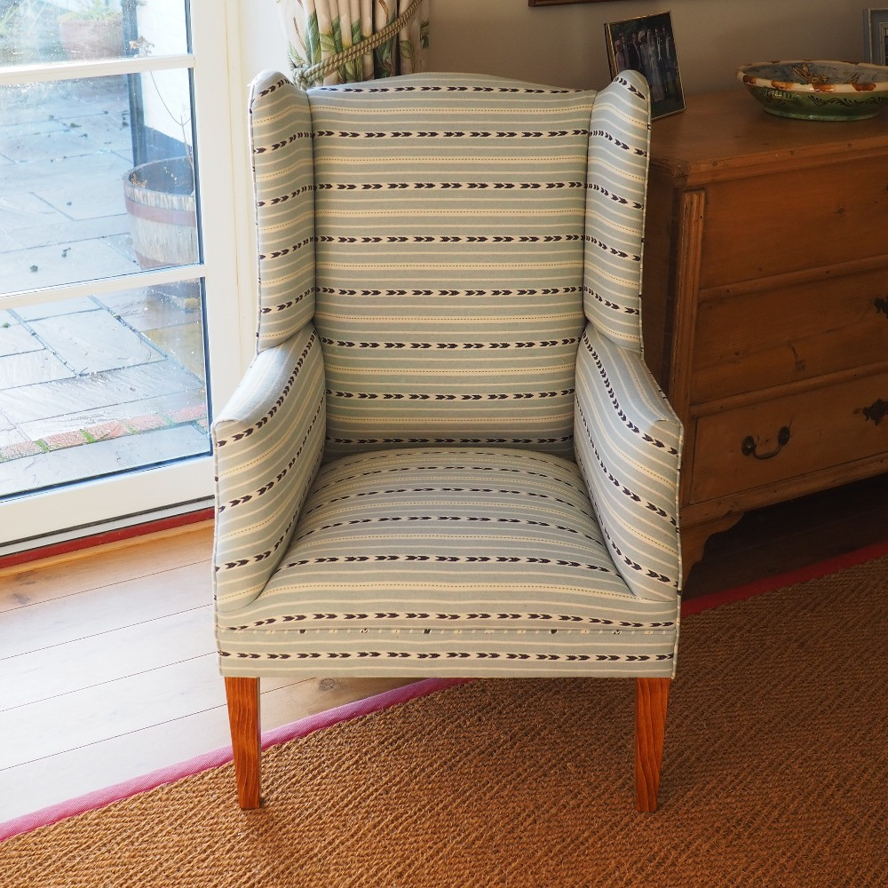 Brook chair with tapered legs, no casters