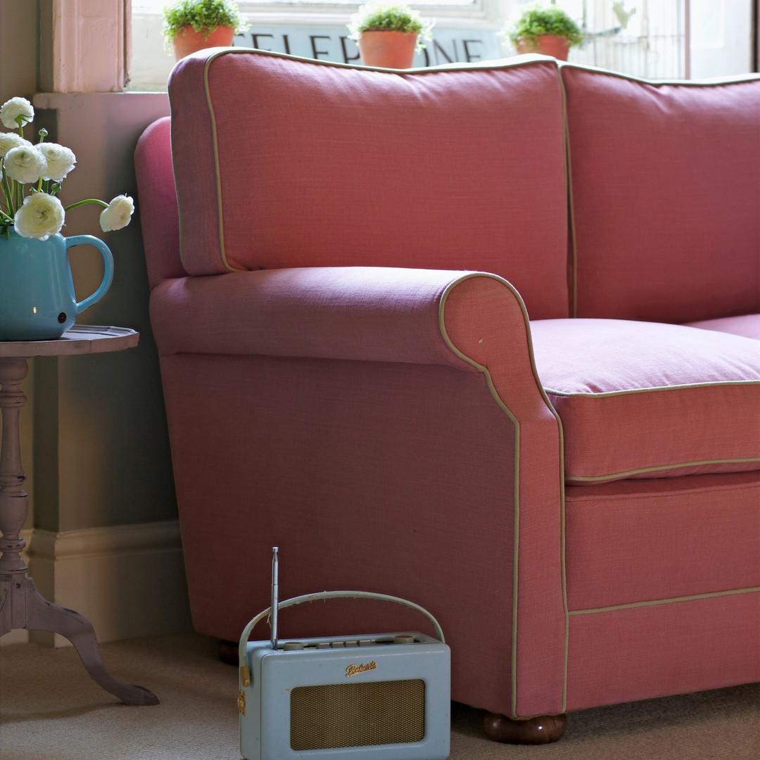 Dart sofa with bun feet