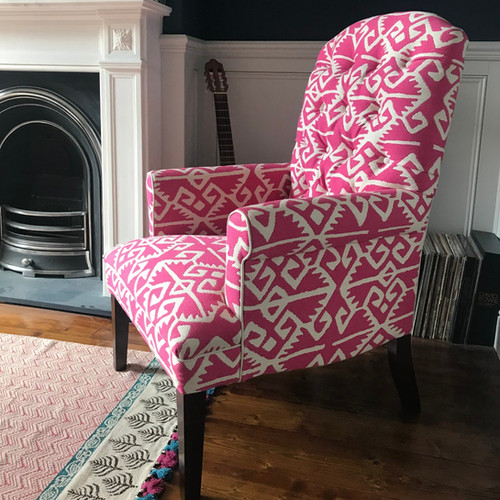 Arun chair with tapered legs