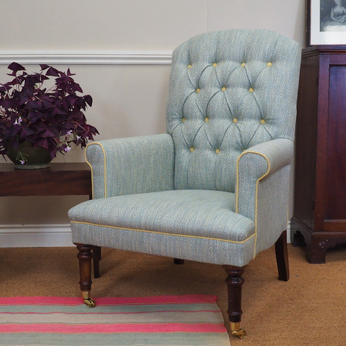 Arun chair with turned legs