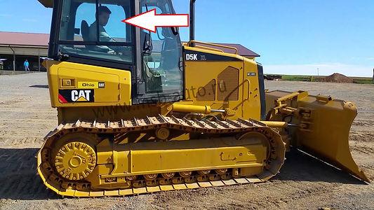 Стекло кузовное заднее правое верхнее глухое на бульдозер CATEPILLARD5K XL / CATEPILLAR D6K