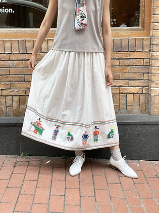 #24707 fillil wh embroidered skirt