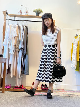 #25960 black and white wave pattern skirt