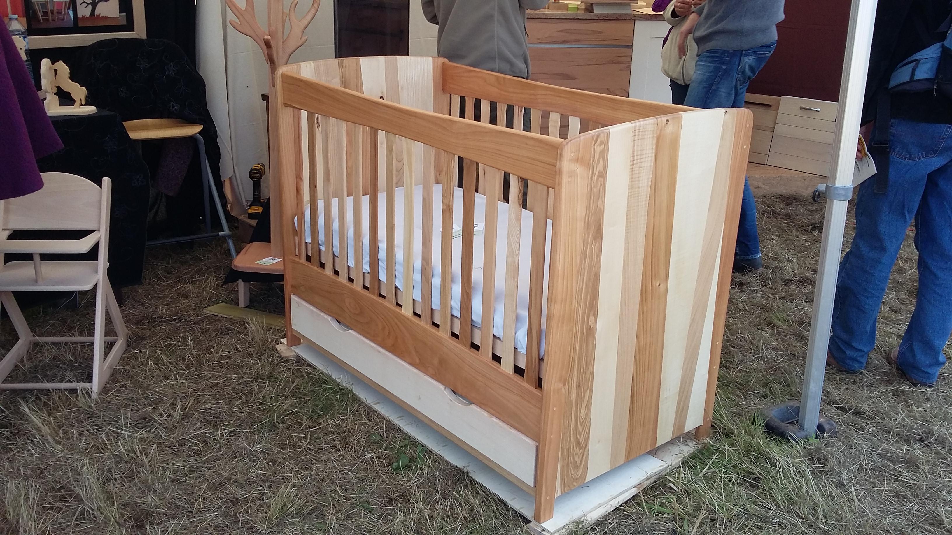 Meuble bois massif - Lit bébé
