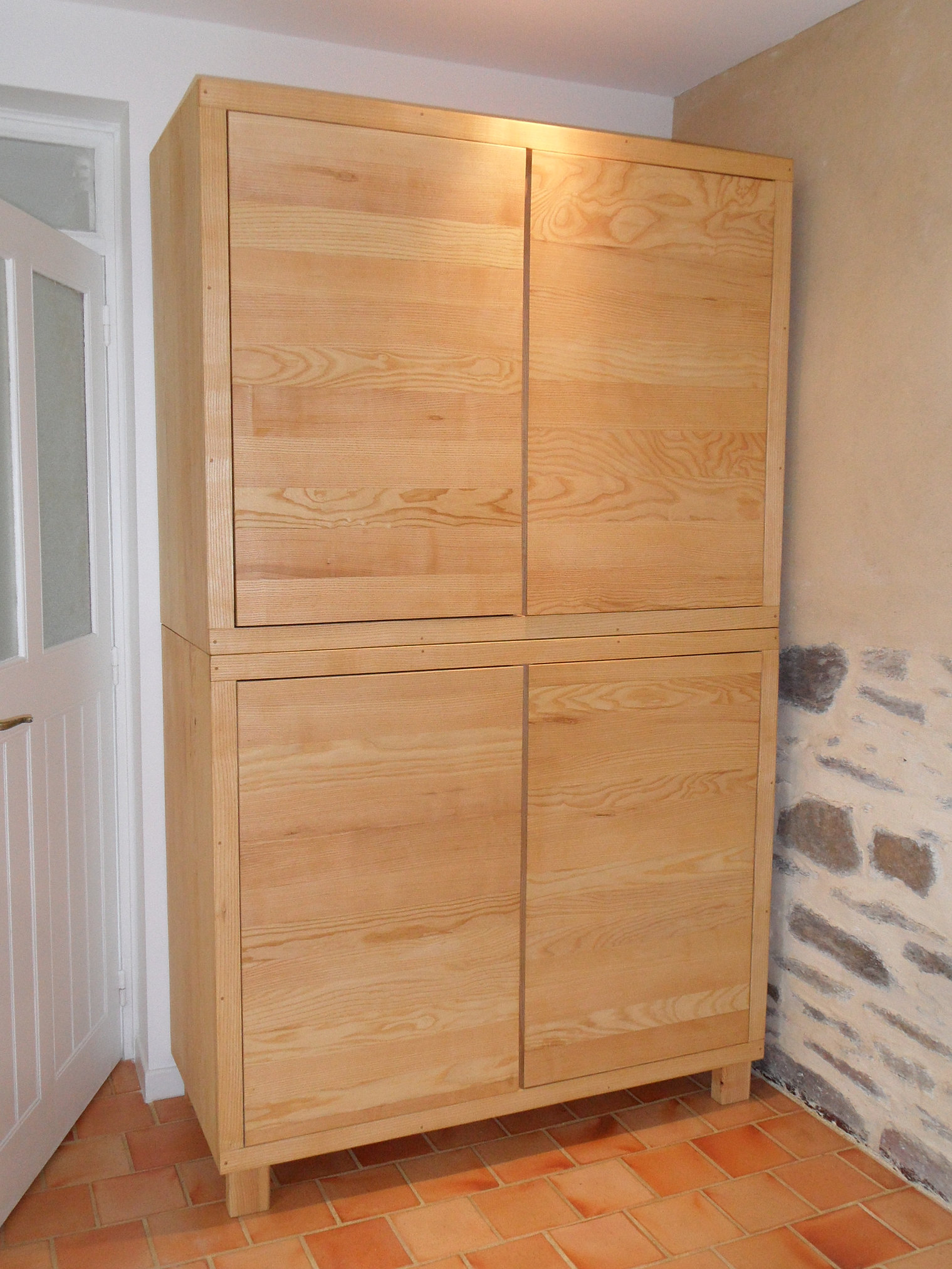 armoire chambre bois massif chambre avec salle de bain 38 chambre avec salle de bain 38. Black Bedroom Furniture Sets. Home Design Ideas