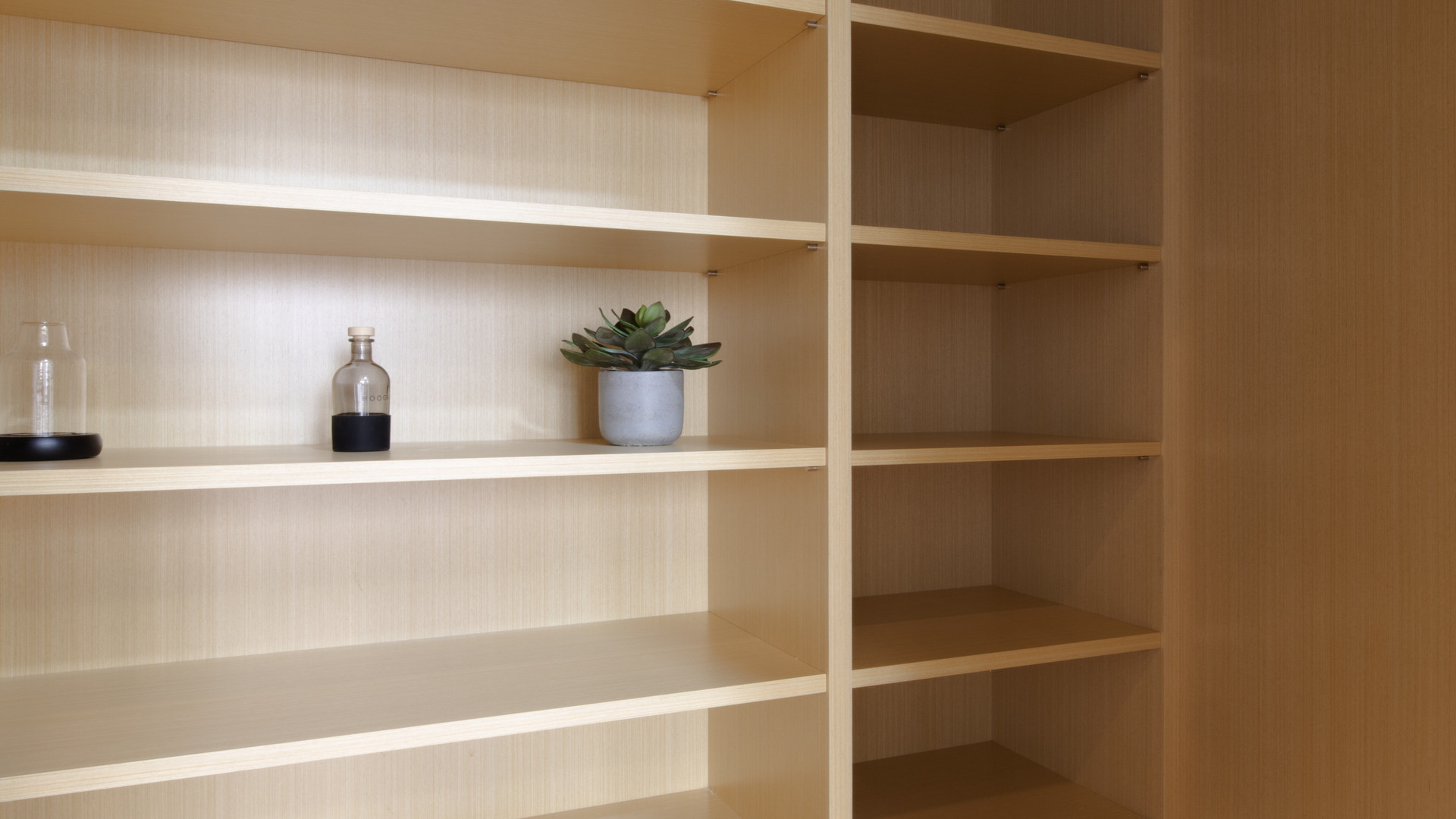 Yuki's Bookshelf
