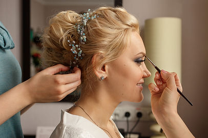 Bride with smoky eyes. Wedding makeup. M