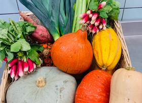 Arrivage de légumes frais.