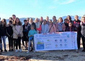 Collégiens et professeurs se réunissent pour nettoyer une plage de Toulon