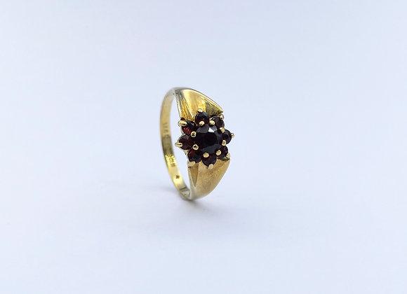 9ct Garnet Cluster Ring