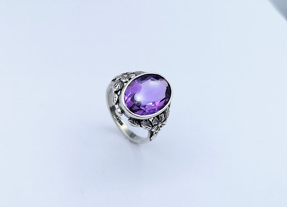 Silver Oval Amethyst Ring Floral Decoration