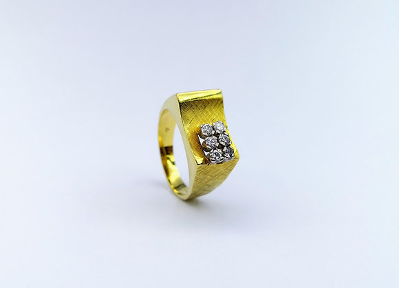 18ct Yellow Gold Ring, 6  diamonds, circa 1980