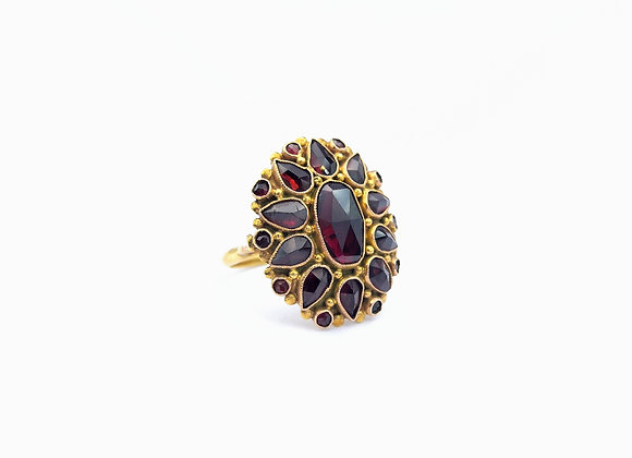 14ct Oval Mixed Cut Garnet Cluster Ring