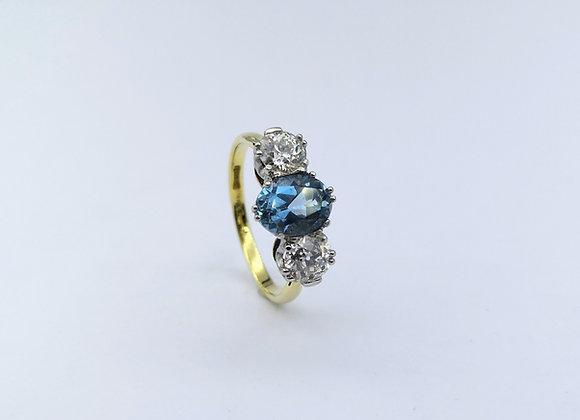18ct & Platinum Aquamarine & Diamond Ring