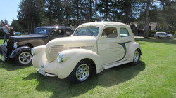 1938-Willys-Sedan-Cream-002