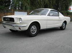 1965-Ford-Mustang-Fastback-Cream-001