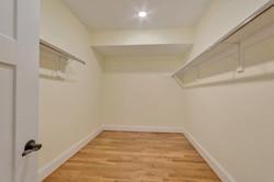 bedroom4basement_closet_Hunt
