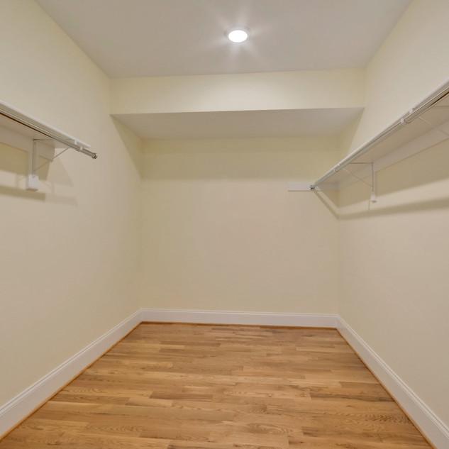 bedroom4basement_closet_Hunt.JPG