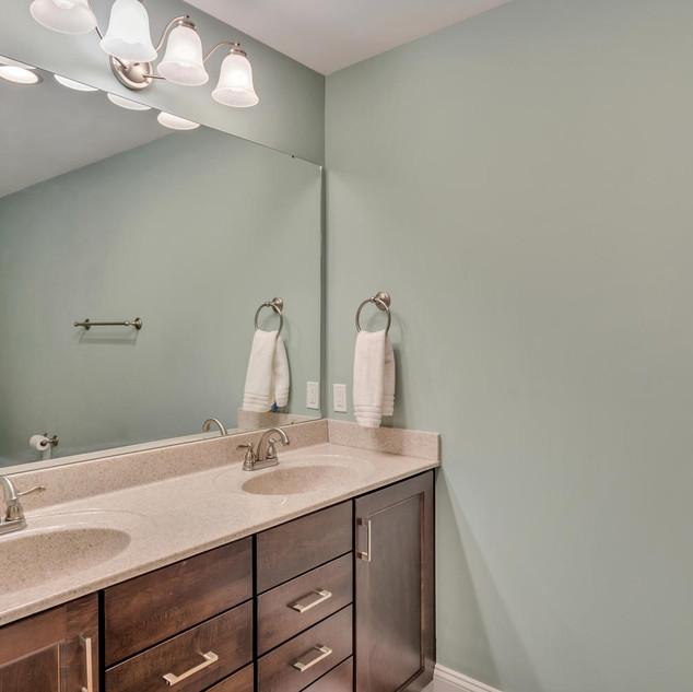 Bathroom2_Lockhart.jpg