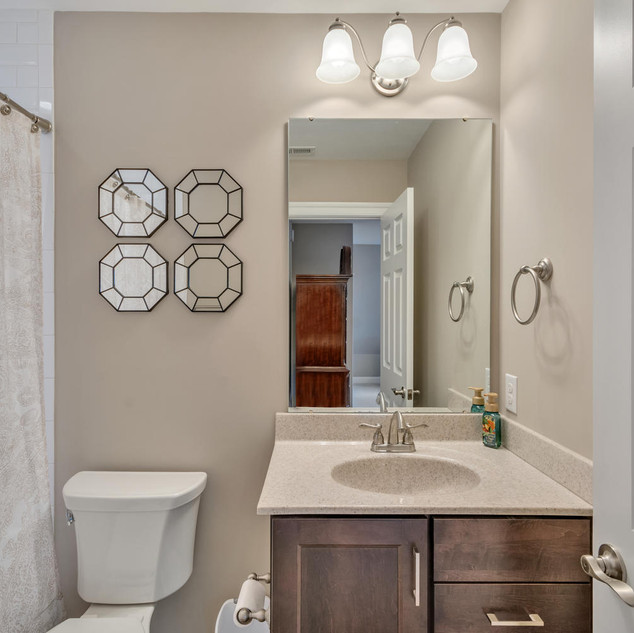 Bathroom1_Lockhart.jpg