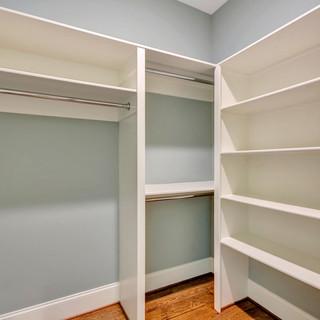 20_closet.jpg