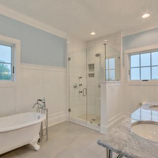 Bathroom1_Hunt.JPG