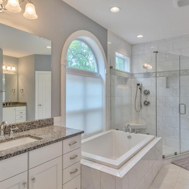 Bathroom4_Lockhart.jpg