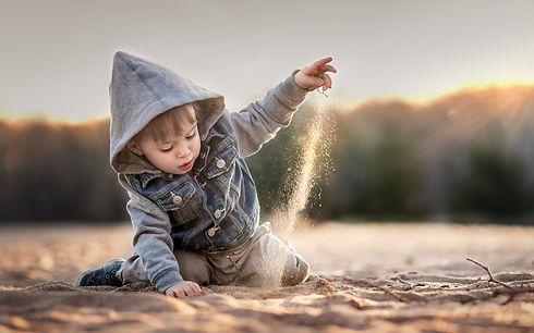 Child-boy-play-sands_1920x1200.jpg