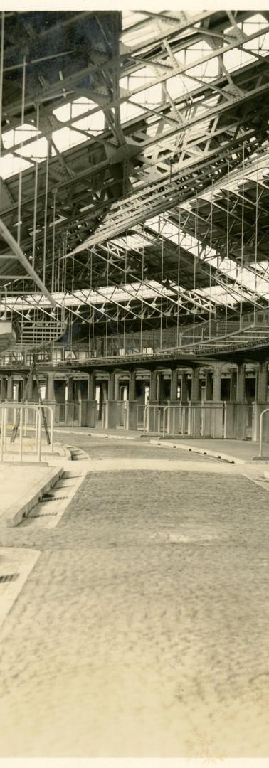 1933年、完成したばかりの場内。今や見る影もなく、あちこち手を入れまくっていますが、始まりはこんなふう。