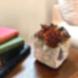 アンティークな花器アレンジ2.JPG